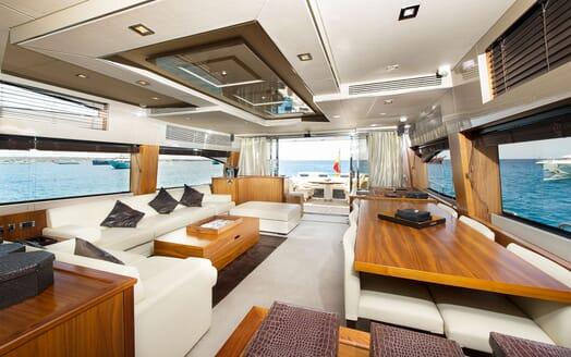 Motor Yacht ALVIUM Main Saloon