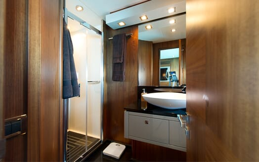 Motor Yacht ALVIUM Master Bathroom