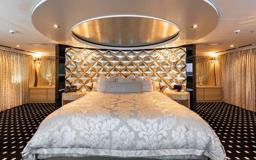 Motor Yacht SECRET Master Stateroom Bed