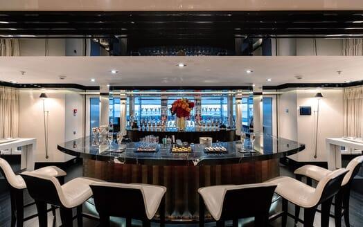 Motor Yacht SECRET Bar