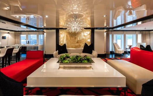 Motor Yacht SECRET Lounge