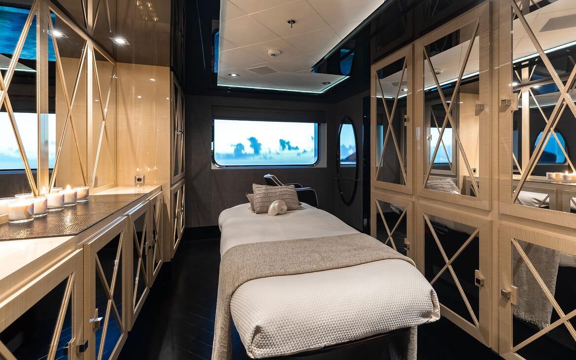 Motor Yacht SECRET Theray Room
