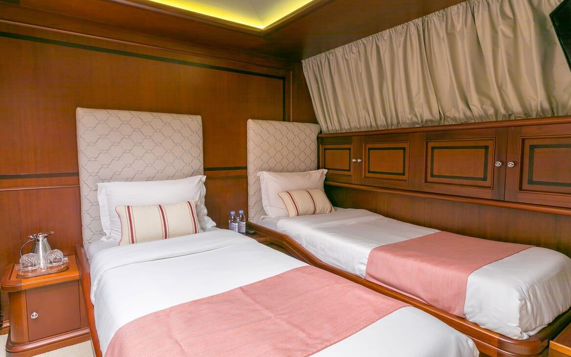 Motor yacht MIRAGGIO twin stateroom