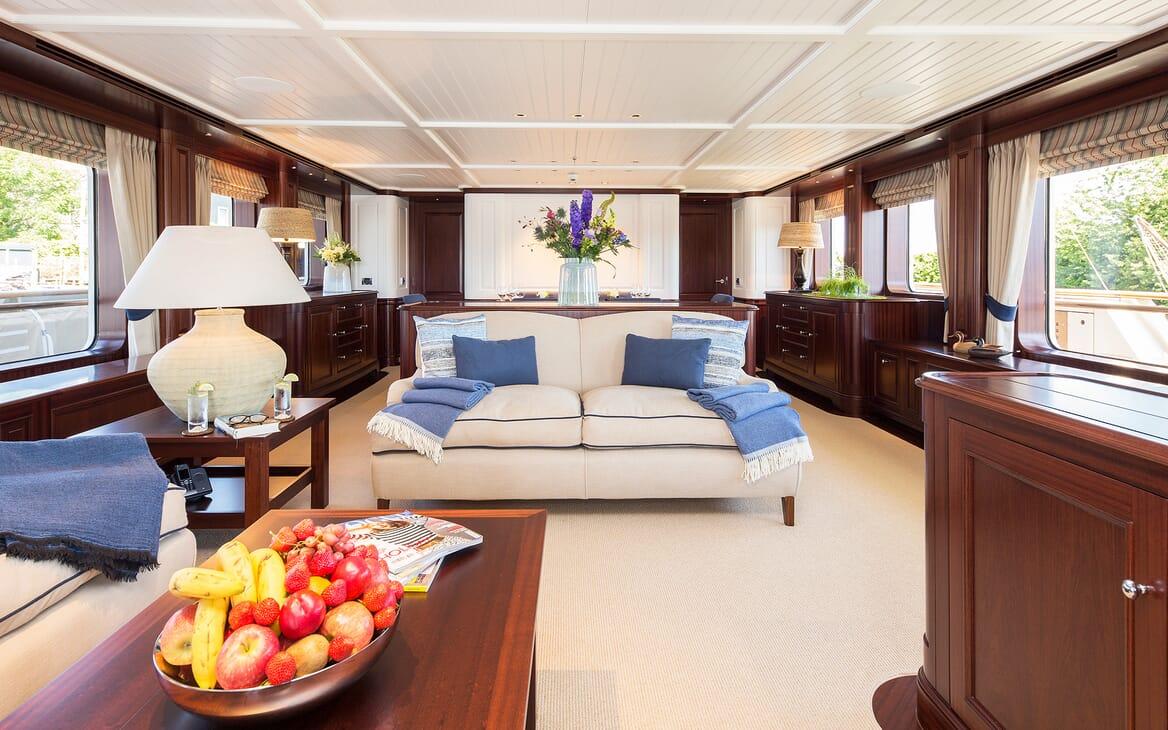Motor Yacht Soprano main salon