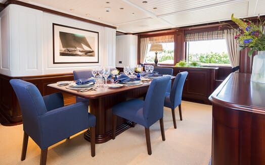 Motor Yacht Soprano dining area