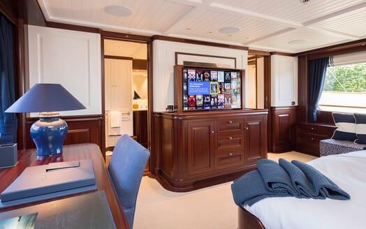Motor Yacht Soprano stateroom