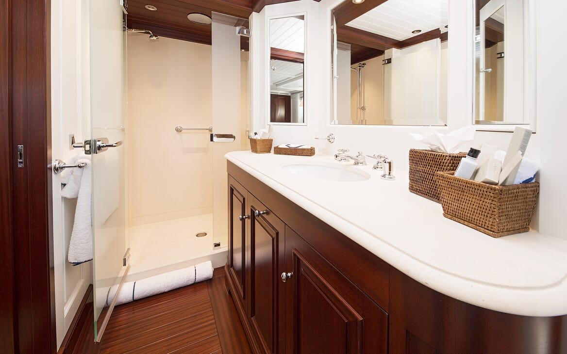 Motor Yacht Soprano washroom
