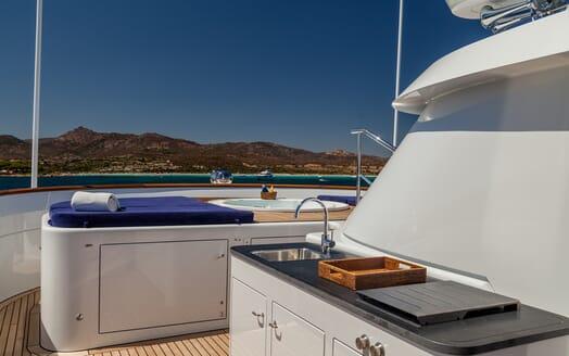 Motor Yacht Soprano bow