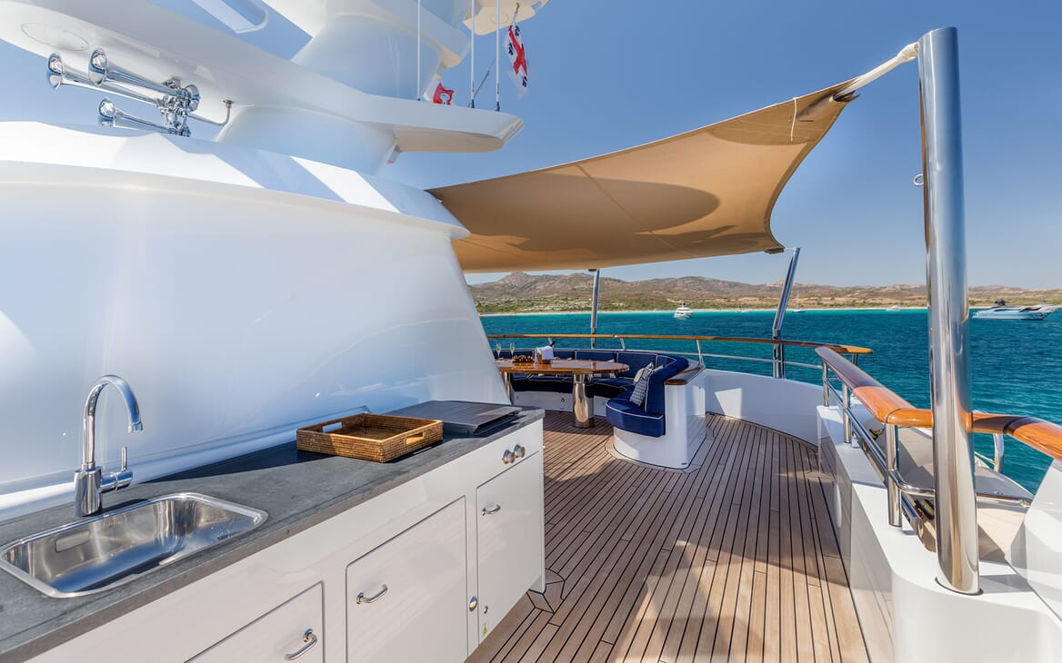 Motor Yacht Soprano stern