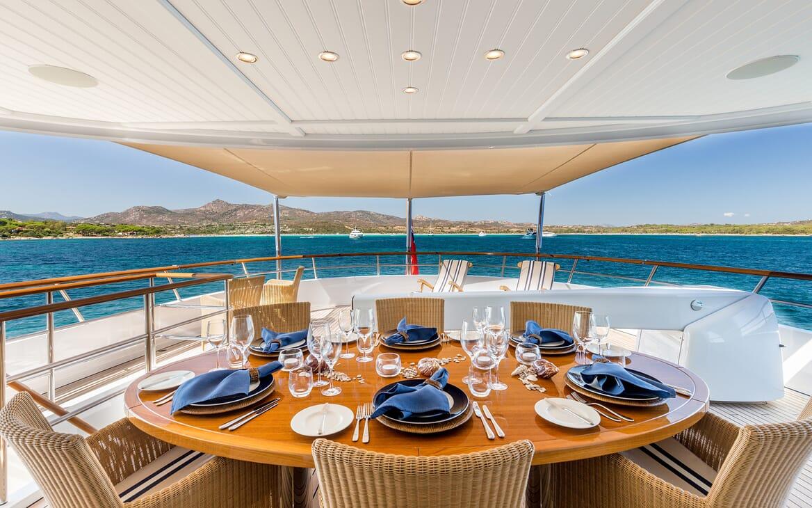 Motor Yacht Soprano outdoor dining