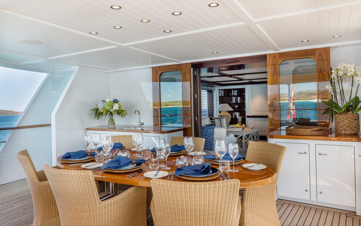 Motor Yacht Soprano aft seating