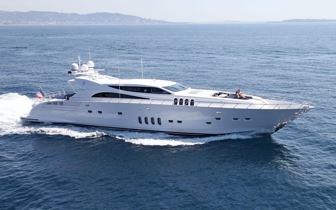 Motor Yacht PHOENICIAN Profile