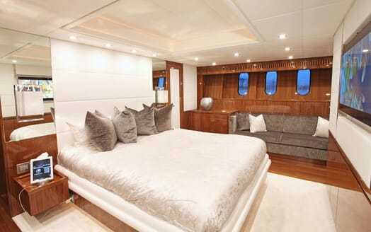 Motor Yacht PHOENICIAN Master Stateroom