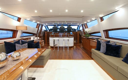 Motor Yacht PHOENICIAN Main Saloon Forward
