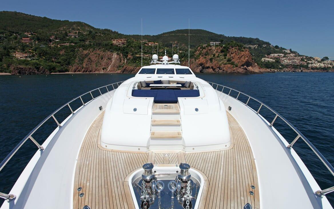 Motor Yacht PHOENICIAN Bow