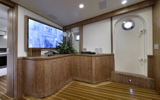 Motor Yacht Bully interior
