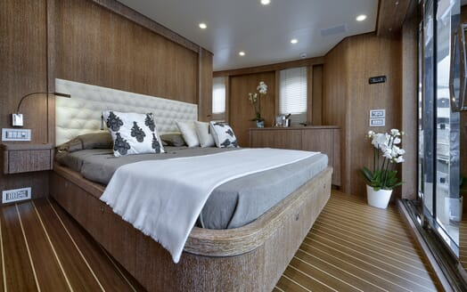 Motor Yacht Bully double cabin