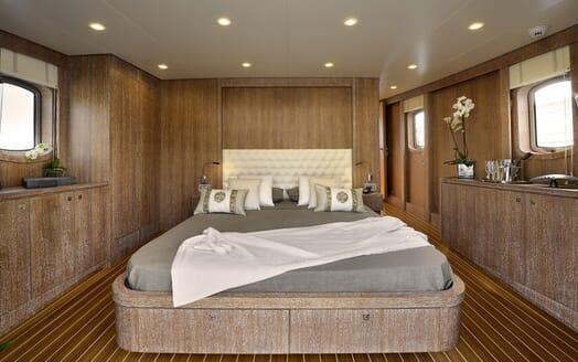 Motor Yacht Bully stateroom