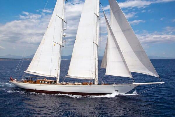 Sailing Yacht GWEILO Profile Underway