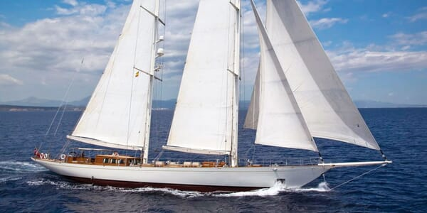 Sailing Yacht GWEILO Profile Underway