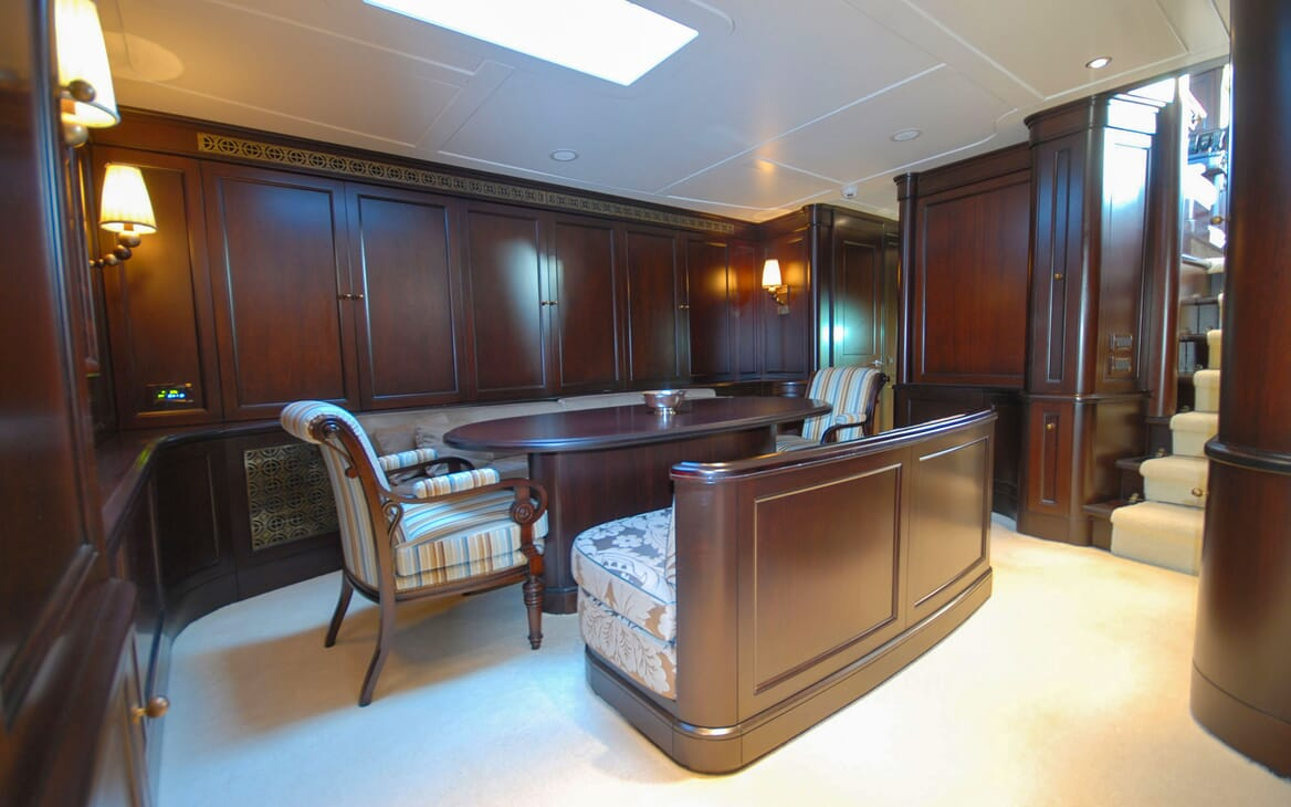 Sailing Yacht GWEILO Main Saloon Table