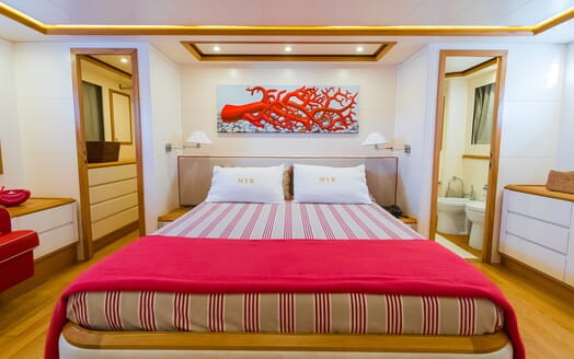 Motor Yacht Riviera stateroom