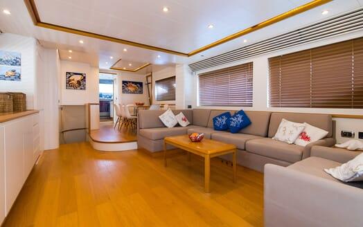 Motor Yacht Riviera saloon