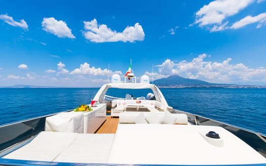 Motor Yacht Riviera exterior