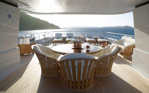 Motor Yacht HARLE Sun Deck Dining Table