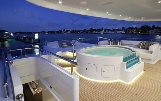Motor Yacht Inception aft deck