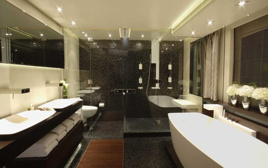 Motor Yacht Inception bathroom