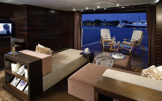 Motor Yacht Inception interior