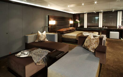Motor Yacht Inception main cabin