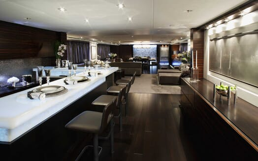 Motor Yacht Inception salon