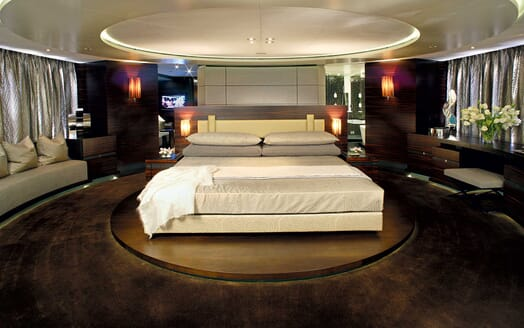 Motor Yacht Inception main stateroom