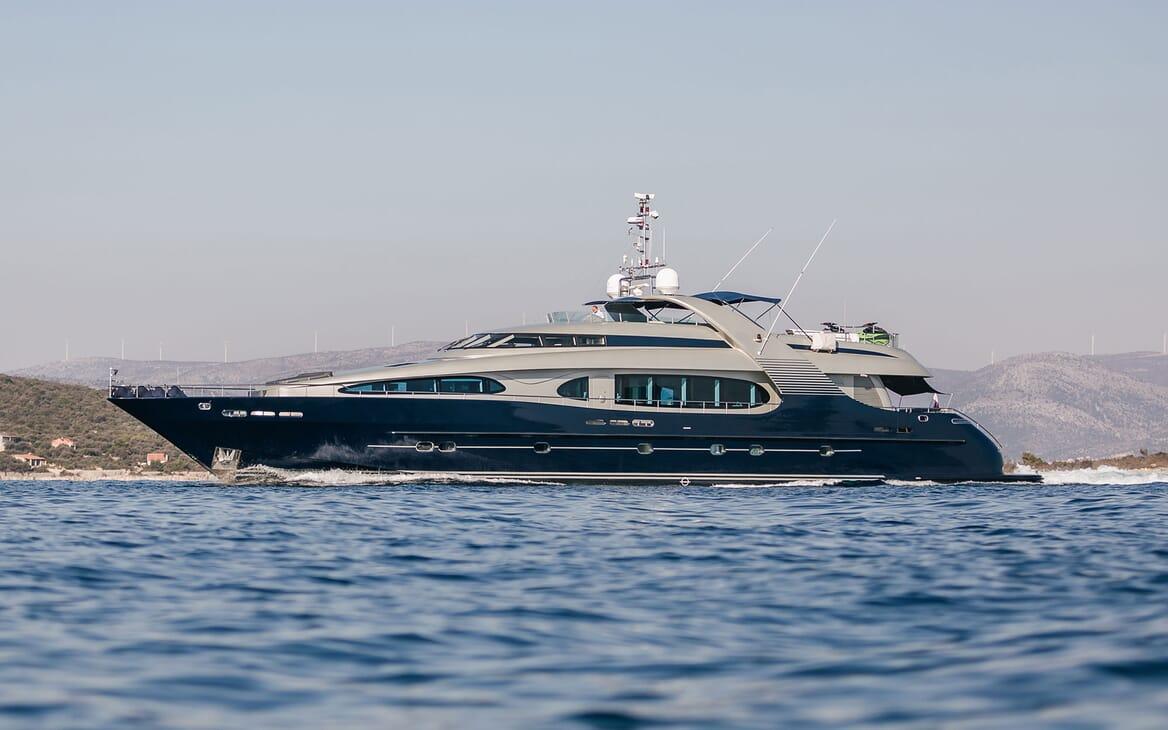 Motor Yacht ONE BLUE Profile