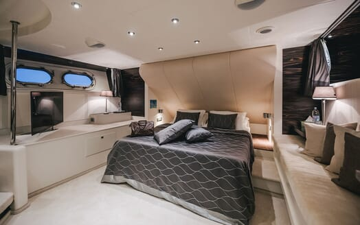 Motor Yacht One Blue double cabin