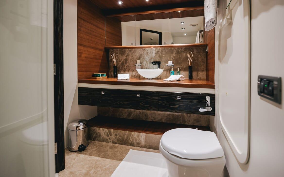 Motor Yacht ONE BLUE Guest Bathroom