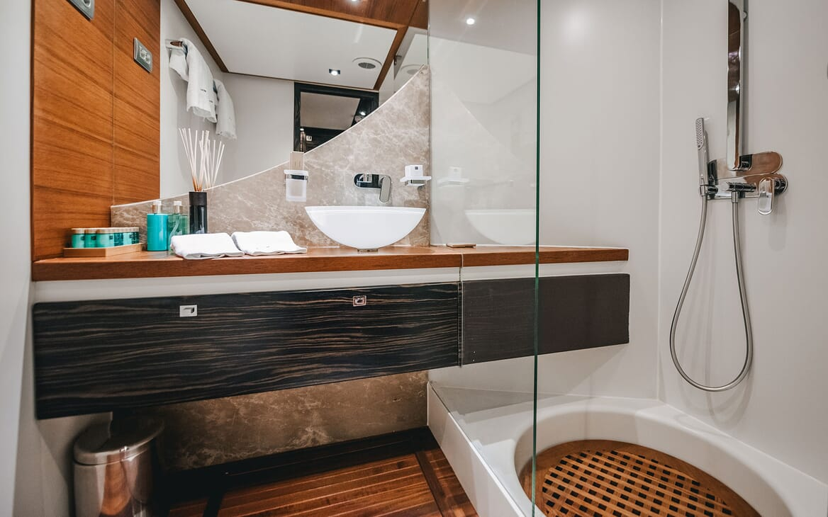 Motor Yacht ONE BLUE Guest Shower