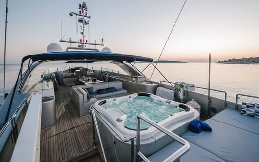 Motor Yacht One Blue twin cabin