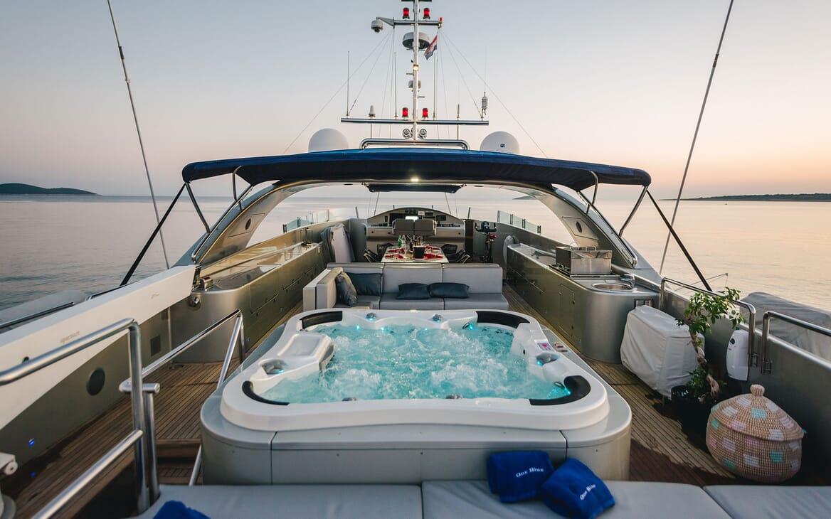 Motor Yacht ONE BLUE Sun Deck