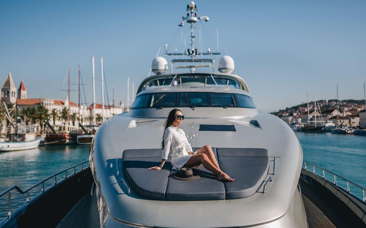 Motor Yacht ONE BLUE Bow Sun Pads
