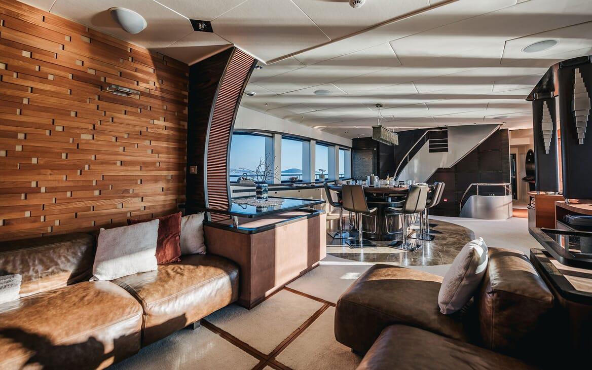 Motor Yacht ONE BLUE Main Deck Salon