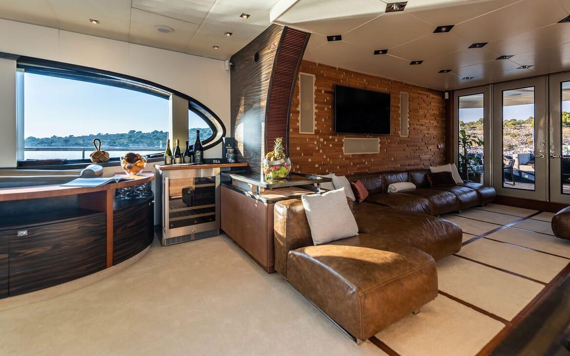 Motor Yacht ONE BLUE Main Deck Salon Seating