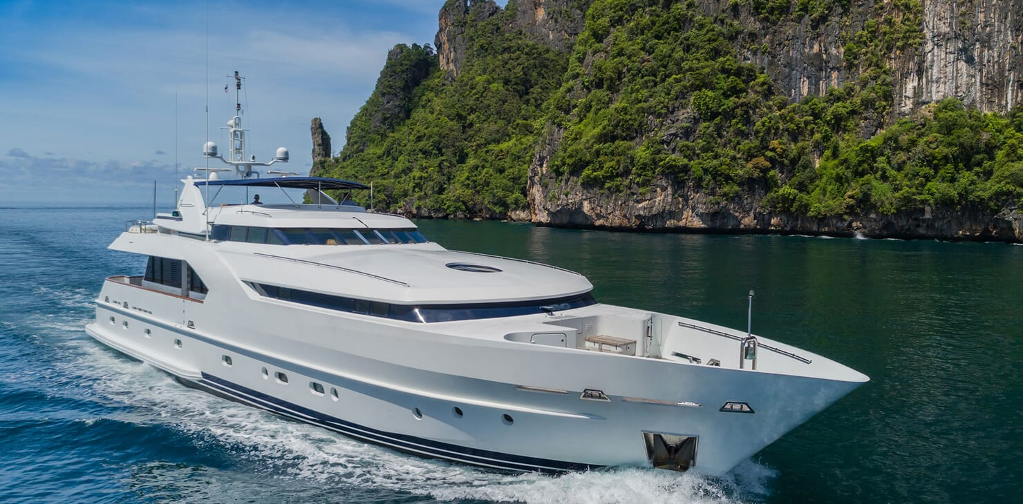 Motor Yacht XANADU OF LONDON profile underway