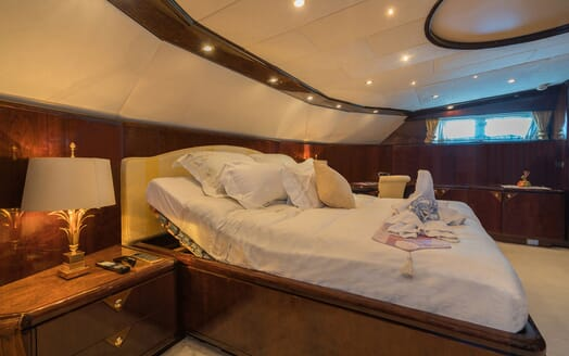 Motor Yacht XANADU OF LONDON Master Stateroom Bed
