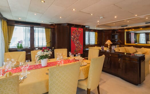 Motor Yacht XANADU OF LONDON Main Saloon Dining Table