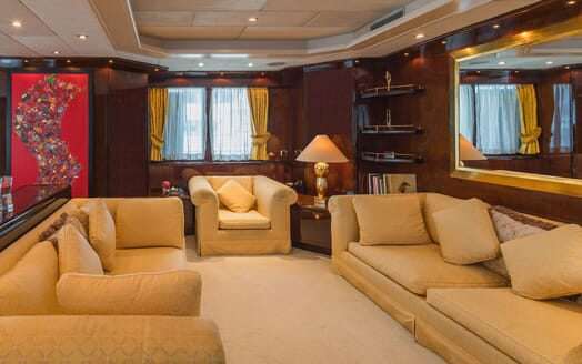 Motor Yacht XANADU OF LONDON Main Saloon Seating
