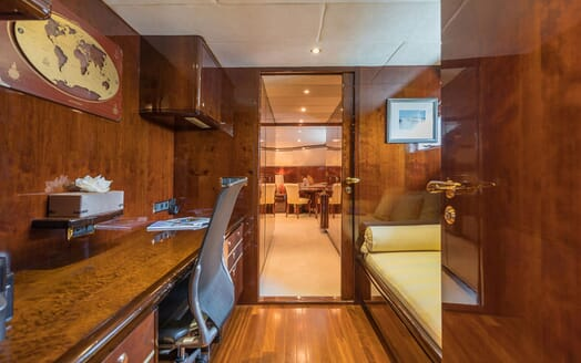 Motor Yacht XANADU OF LONDON Hallway and Desk