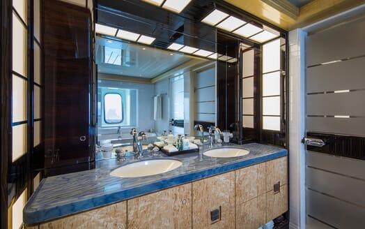 Motor Yacht ARIENCE Bathroom